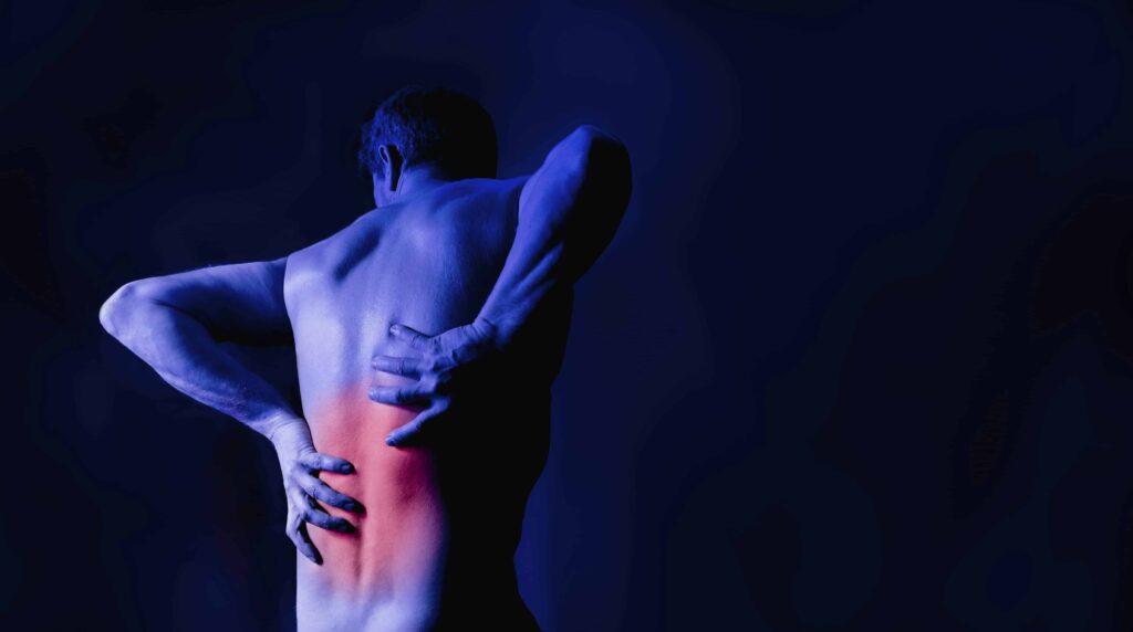 Αίτια, συμπτώματα και αντιμετώπιση του πόνου στη μέση!