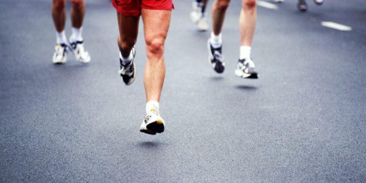 Πόνος στο γόνατο: Από τι προκαλείται και πώς αντιμετωπίζεται