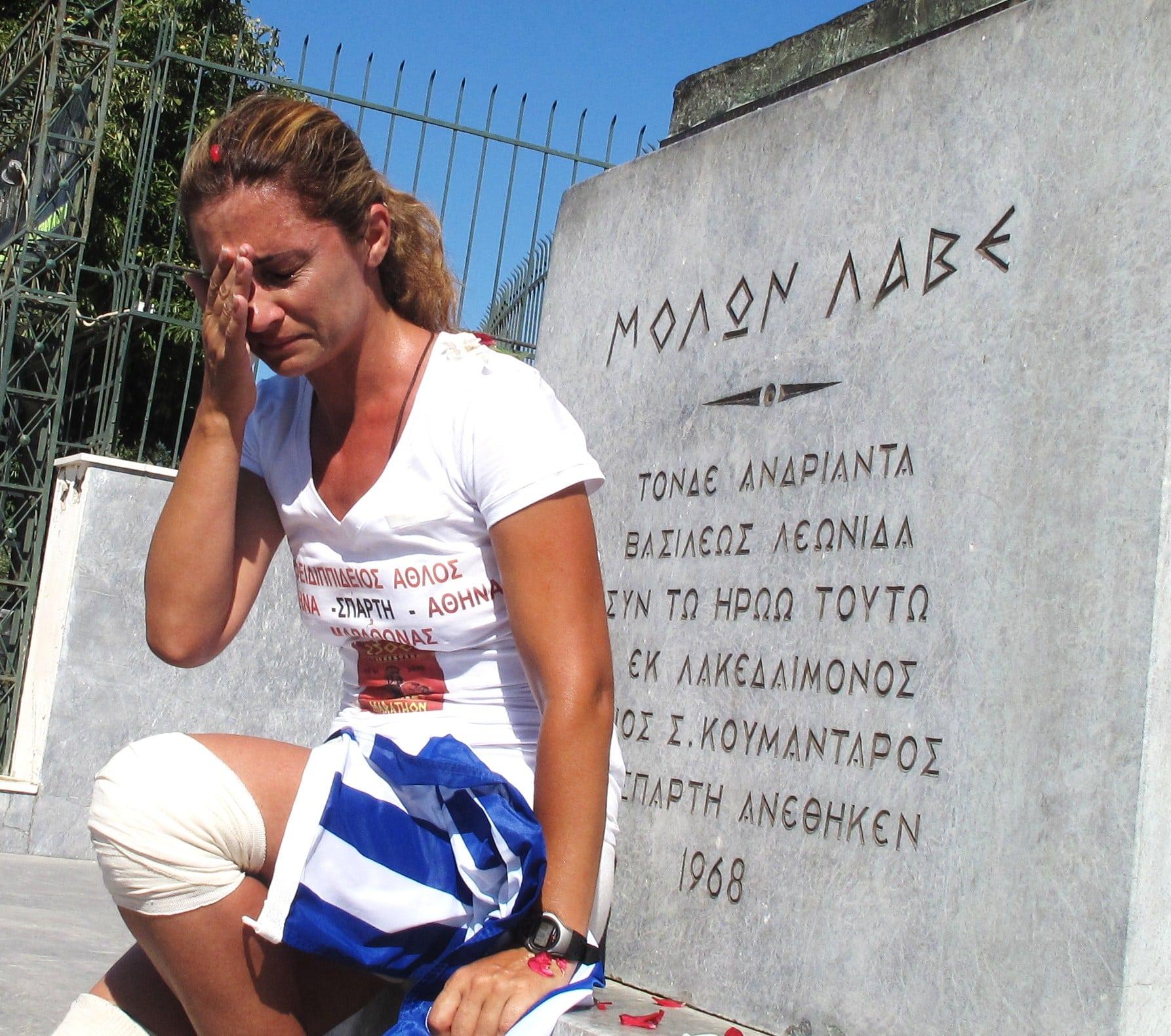 H στιγμή του τερματισμού της Μαρίας Πολύζου μετά από 524 Km