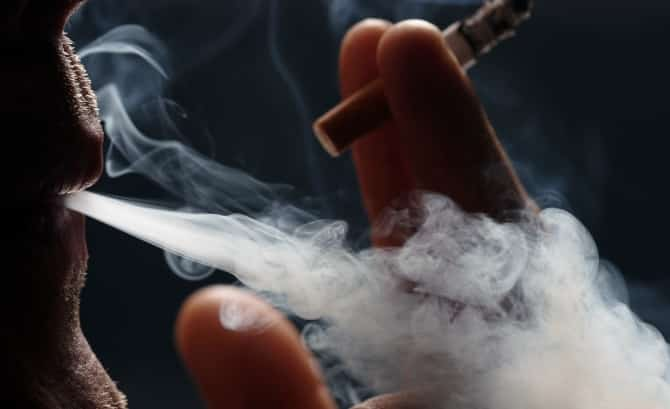 Οι 8 στους 10 Έλληνες ντρέπονται για τη μη εφαρμογή του αντικαπνιστικού νόμου